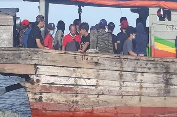 Pulang dari Malaysia, 72 TKI Ilegal Ditelantarkan di Pantai Sungai Ludam Asahan