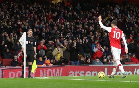 Pembelaan Eks Jagoan MU buat Mesut Ozil yang Ogah Potong Gaji di Arsenal