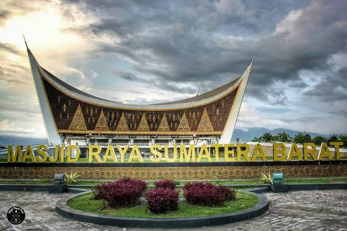 7 Masjid Wisata Religi di Indonesia, Kunjungi Sekarang dengan Cara Mengkhayal!