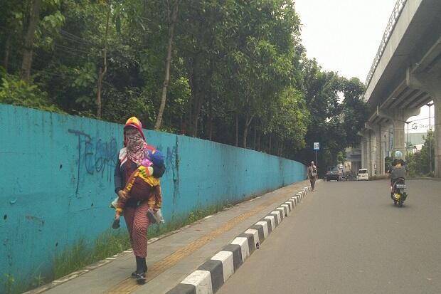 Di Tengah Pandemi Corona, Manusia Karung Bermunculan di Palembang