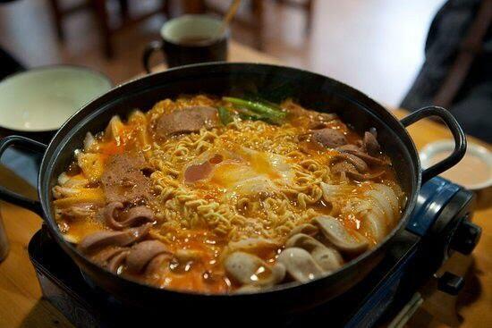 Makanan Porsi Jumbo, Cocok untuk Berbuka Sekeluarga