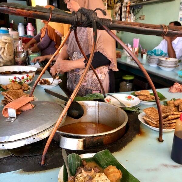 5 Warung Nasi Gandul Legendaris Di Pati Yang Layak Disinggahi Saat Pulang Kampung