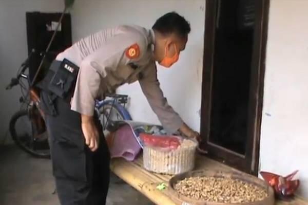 3 Perampok Bercadar Kalungi Celurit Pemilik Rumah saat Sahur Puluhan Juta Amblas