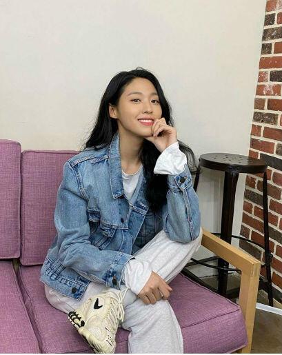 10 Inspirasi OOTD Kasual Ala Seolhyun AOA, Kece Dan Gampang Ditiru!