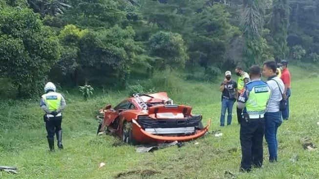 Jeger! Mobil Mclaren Kecelakaan di Tol Jagorawi, Bodi Ringsek
