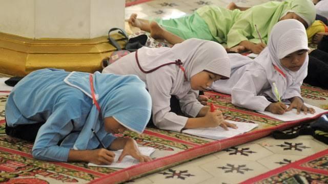 Pesantren Kilat, Usaha Pendidikan Moral Atau Hanya Tradisi Semata?