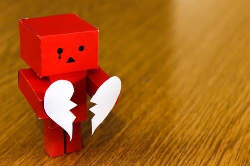 10 Kisah Pendek Tentang Patah Hati Terambyar
