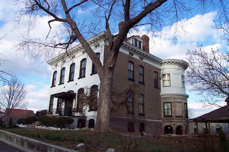"Inilah Kisah ""SERAM"" Rumah Paling BERHANTU Di Amerika, Lemp Mansion St. Louis"