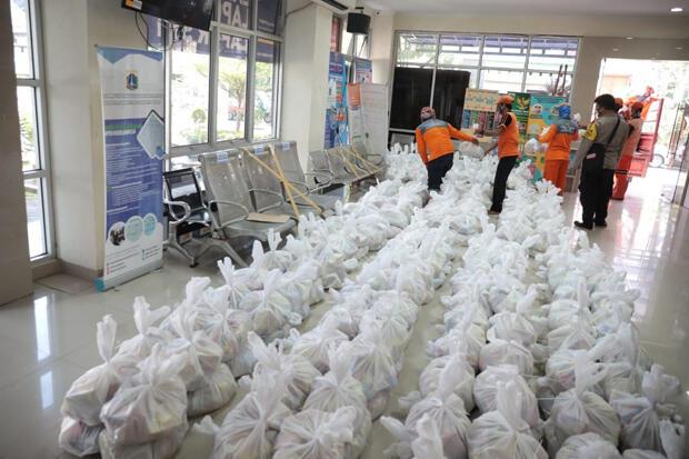 Warga Cideng Terima 1.018 Paket Sembako Donasi Pengusaha