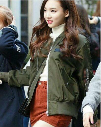 9 Inspirasi Outfit Dengan Rok Mini Ala Nayeon Twice
