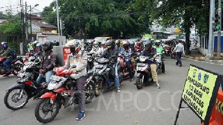 Tabrak Polisi Patroli PSBB, 2 Mahasiswa Ditangkap