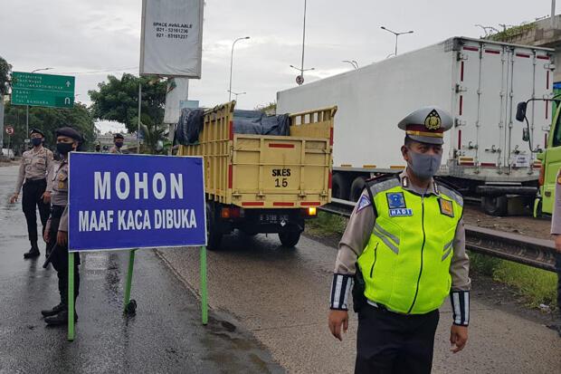 Polisi Kandangkan Ratusan Kendaraan yang Angkut Pemudik dari Jakarta