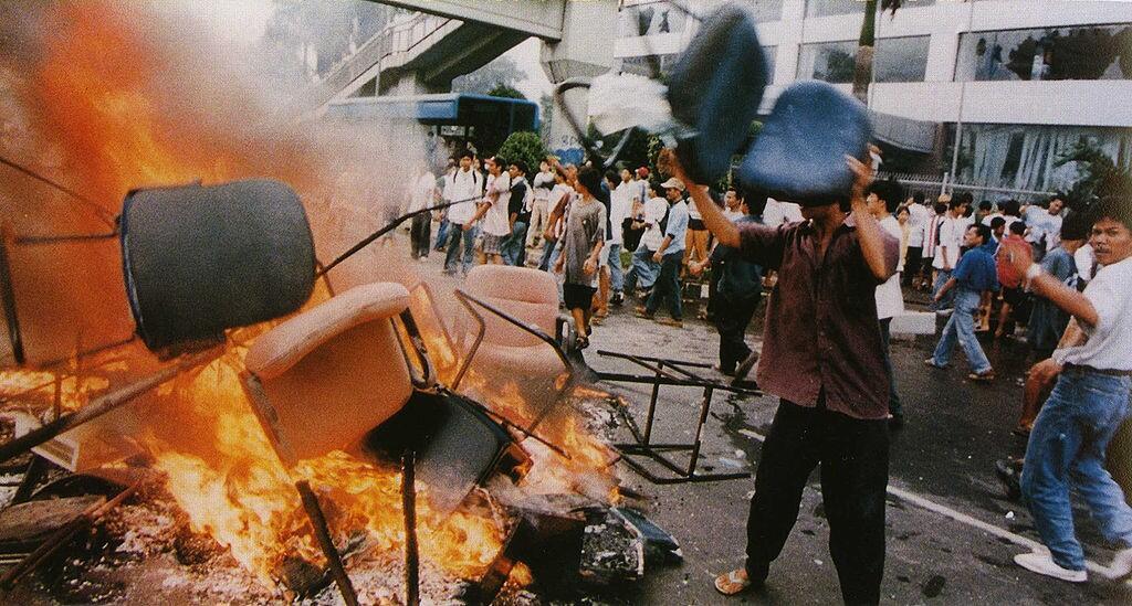 Flashback: Pengakuan Pelaku Penjarahan Kerusuhan Mei 98