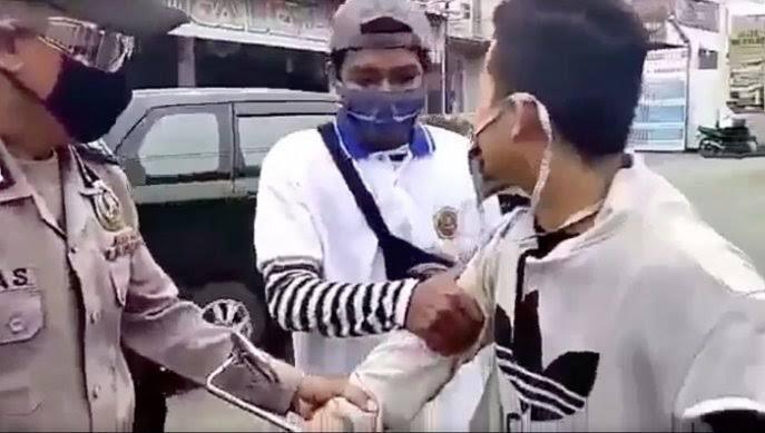 Minta Maaf Tapi Bohong, Salah Satu Relawan PSBB Kena Hajar Di Jonggol
