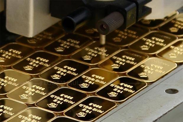 Harga Jual Emas Antam Anjlok Saat Emas Dunia Stabil
