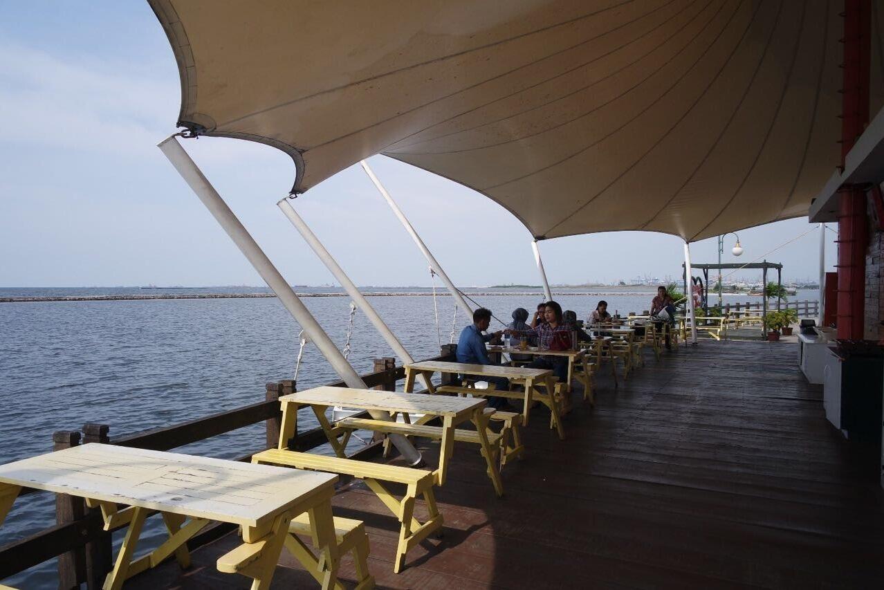 5 Tempat Nongkrong Hits dengan Pemandangan Terindah di Ancol!