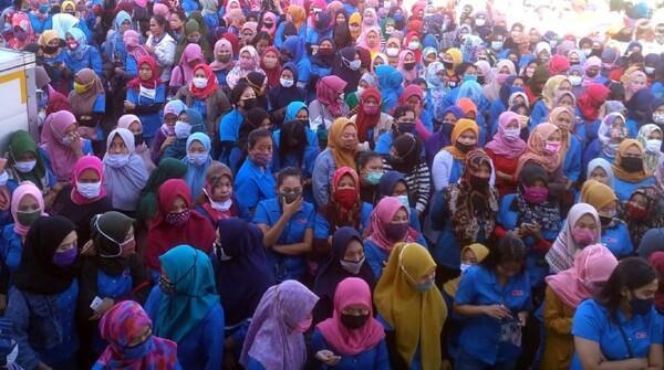 Tuntut THR, Ribuan Buruh di Sukabumi Demo