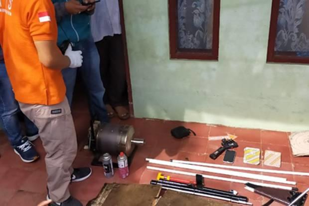 Densus 88 Antiteror Geledah Dua Rumah di Tasikmalaya