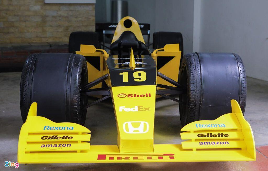 Gabut Selama Dirumah Aja, Pria ini Bikin Replika Mobil Formula 1