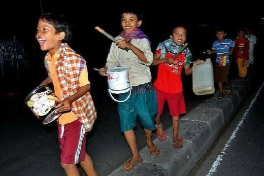 Oklik, Tradisi Membangunkan Sahur Ala Warga Bojonegoro