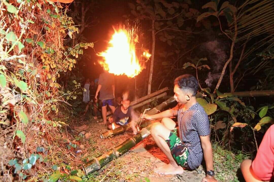 Tradisi Festival Long Malam Selikuran Giriloyo