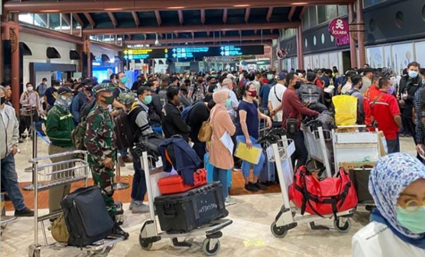 Viral! Foto Antrean Penumpang Terminal 2 Bandara Soekarno-Hatta