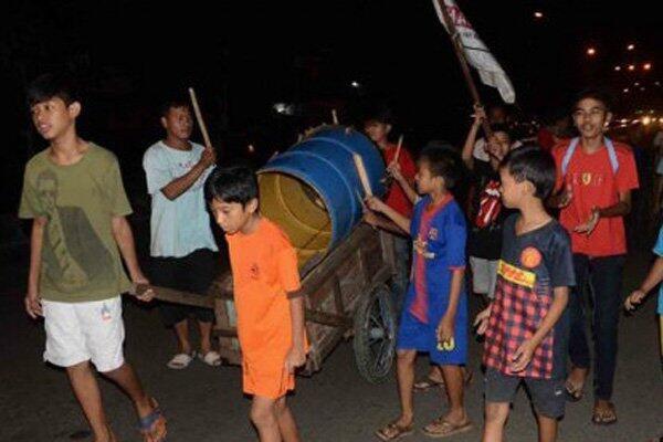 Di Tengah Pandemi Ternyata Masih Ada Tradisi Membangunkan Orang Sahur di Jakarta