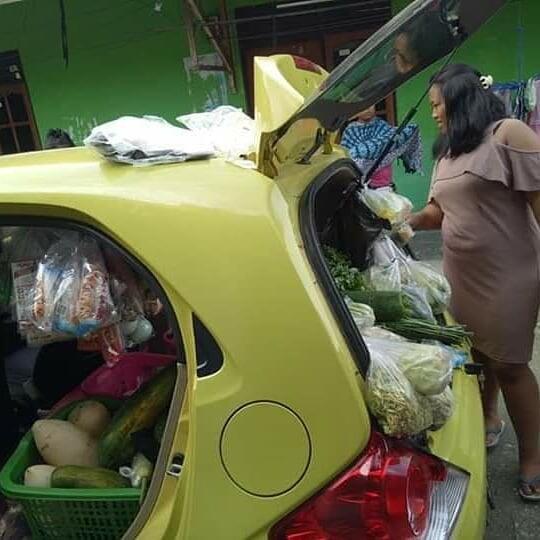 Gak Usah Pamer Kalo Baru Punya Mobil Brio, Di Papua Mobil Ini Dijadiin Gerobak Sayur!
