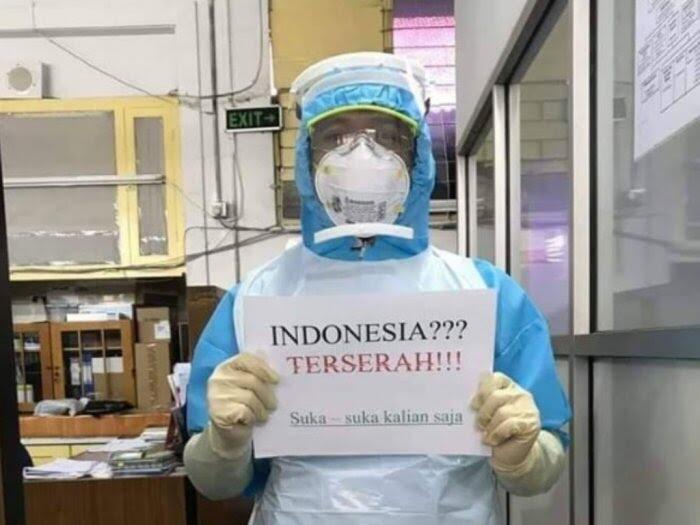 Viral Foto Tenaga Kesehatan Pegang Tulisan: Indonesia? Terserah!!!