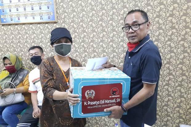 Ketua DPRD DKI Sebar 10 Ribu Paket Sembako untuk Warga Jakarta