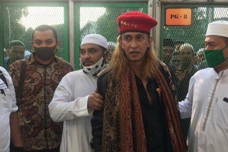 Bebas Asimilasi, Bahar Bin Smith Keluar Penjara Pakai Baret Bintang Lima dan Sunyi