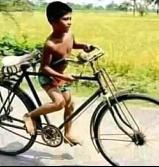 Naik Sepeda Ala Jaman Dulu, Gansist Termasuk Nggak ?