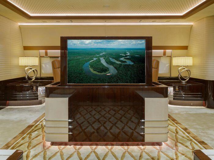 Hotel Terbang, Inilah Jet Pribadi Terbesar di Dunia!