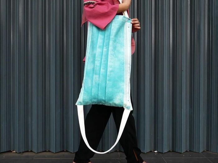 Ketenaran Masker Membuat Seorang Desainer Menciptakan Tas Masker! Unik Gan!