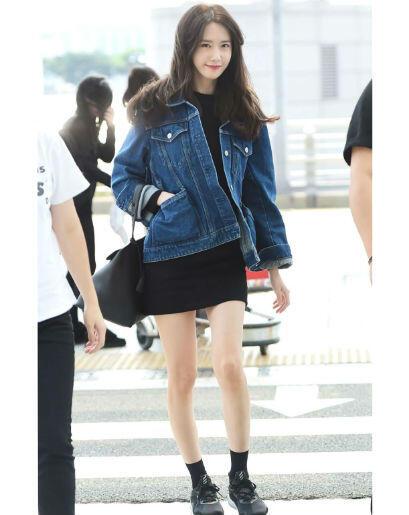 10 OOTD Dress Ala Fashion Airport Seleb Korea, Bikin Gaya Makin Cetar!