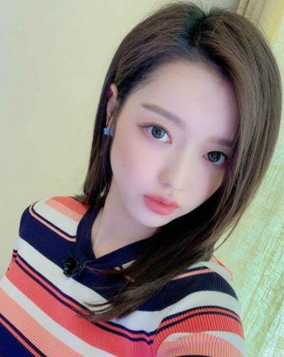 10 Fakta Menarik YooA, Member Oh My Girl Yang Mirip Boneka Barbie!