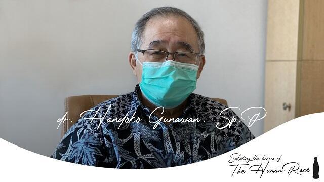 """Coca-Cola Rilis Film """"Untuk Seluruh Umat Manusia"""" Gandeng dr. Handoko Gunawan, Sp. P"""