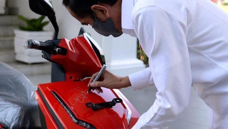 Bukan Moge Bukan Motor Langka Juga, Skuter Listrik Ini Terjual Dengan Harga 2 Miliar