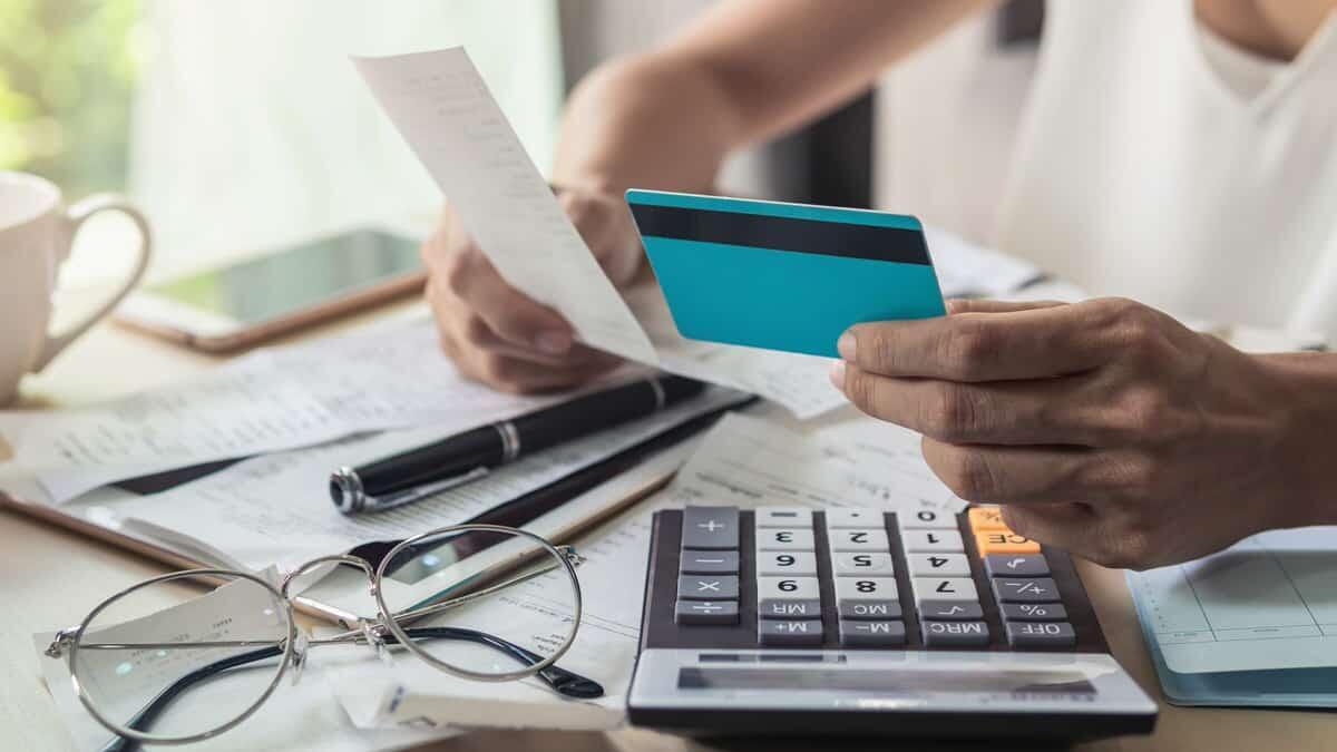 Dalam Kondisi Krisis: Pakai Dana Darurat atau Lebih Baik Pinjam Duit?