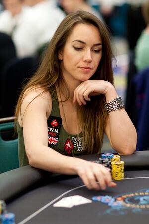 Si Cantik Liv Boeree, Pemain Poker Paling Sukses di Dunia. Ada yang Mau Belajar?