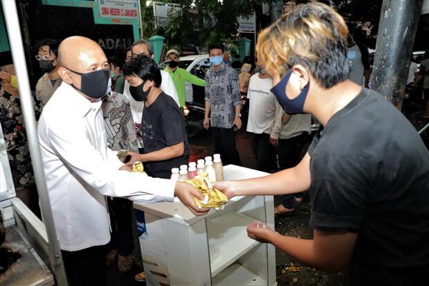 Kemenkop dan UKM Gandeng Komunitas Distribusikan Masker Kain Bagi Pedagang