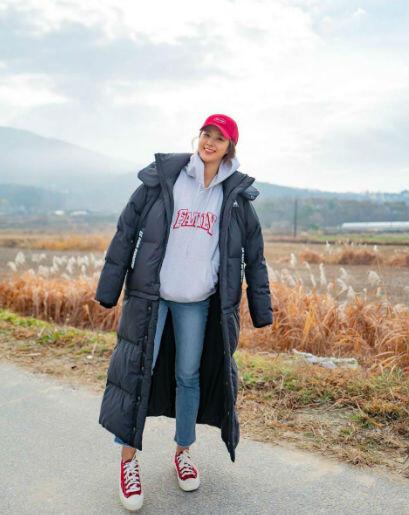 10 Inspirasi OOTD Kwon Yuri SNSD, Tetap Kece Saat Santai!
