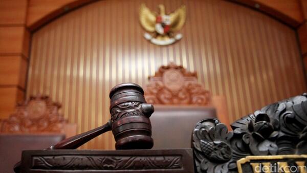 Di Balik Mewahnya Perkawinan Dokter: Diadili karena Nyaris Pukul Ortu Sendiri