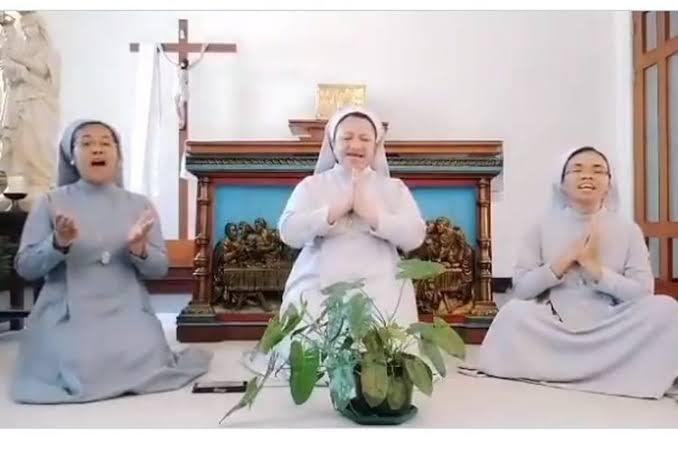 Suster Katolik Menyanyikan Lagu Idul Fitri, Saya Ucapkan Terima Kasih.