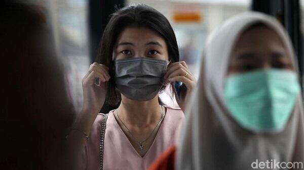 Pake Masker Selama di Tempat Kerja: Corona Nggak, Sesak Nafas Iya