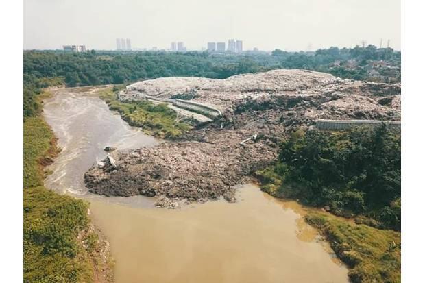 Pemkot Tangsel Kesulitan Angkat Sampah TPA Cipeucang di Sungai Cisadane