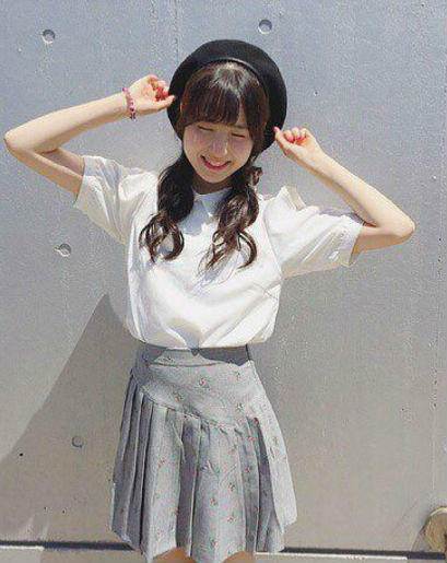 9 OOTD Rok Ala Honda Hitomi IZ*ONE, Referensi Tampil Cute Bak Boneka