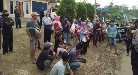 Kesal Tak Boleh Melintas, Penumpang Bus Lempari Posko Covid-19 di Merangin