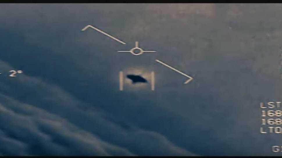 Pesawat Alien yang Melintas di Dekat Kapsul SpaceX Tertangkap Kamera, Benarkah?