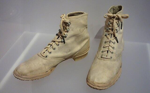 """Sejarah Sepatu Kets, Alas Kaki yang Sempat Dicap """"Sepatu Para Penjahat"""""""
